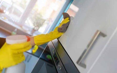 Nguyên nhân hình thành vết bẩn và cách làm sạch tủ bếp acrylic